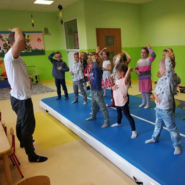 Akrobatyka w Przedszkolu KAJTEK